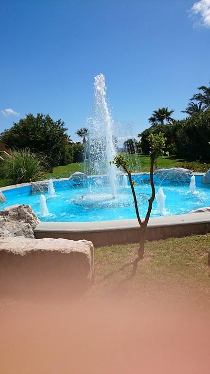 Wasserspiele auf dem Hotelgelände