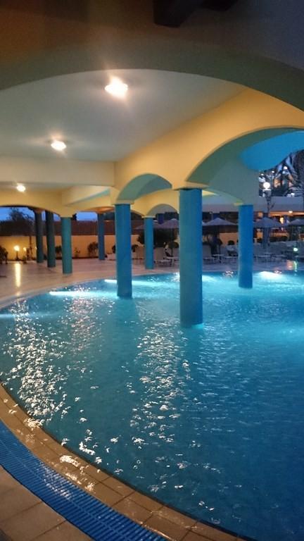 Pool neben der Poolbar